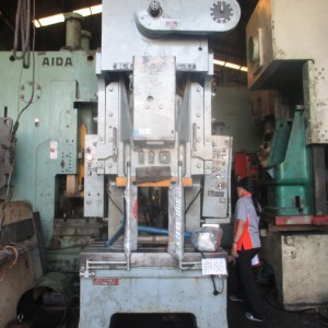 Power Press 110 Ton Komatsu WPP-1645